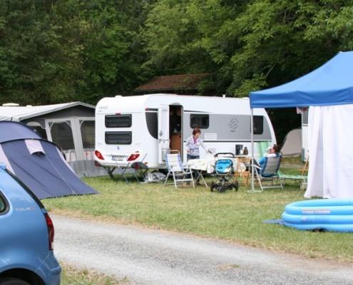 Wohnwagen auf Campingplatz