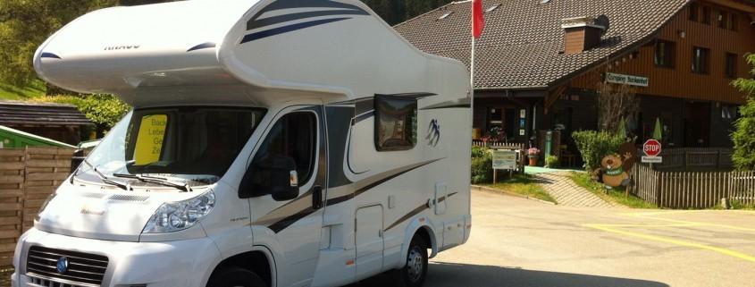 Wohnmobil auf Campingplatz im Schwarzwald
