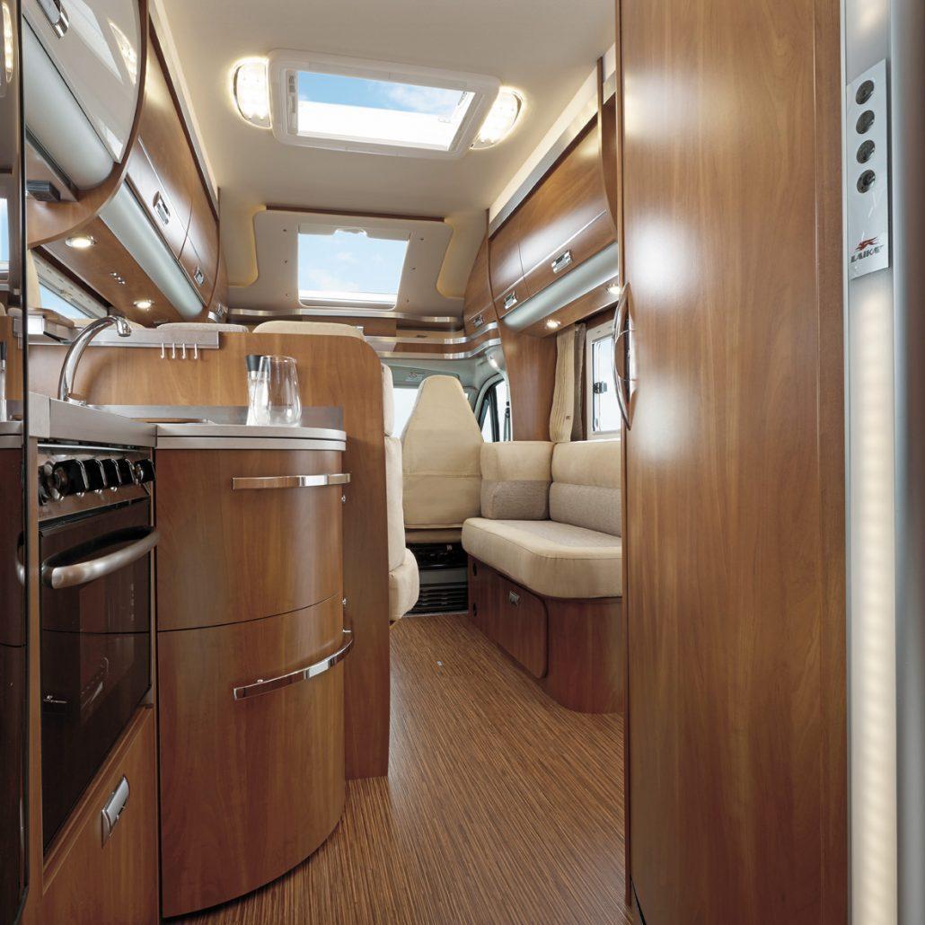 wohnmobile erlangen laika kreos teilintegrierte 4010. Black Bedroom Furniture Sets. Home Design Ideas