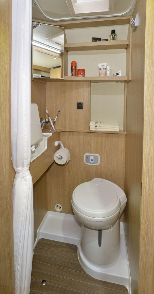 wohnmobile erlangen roadcar r 540. Black Bedroom Furniture Sets. Home Design Ideas