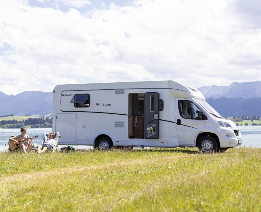 Wohnmobile Erlangen: Wohnmobil am See